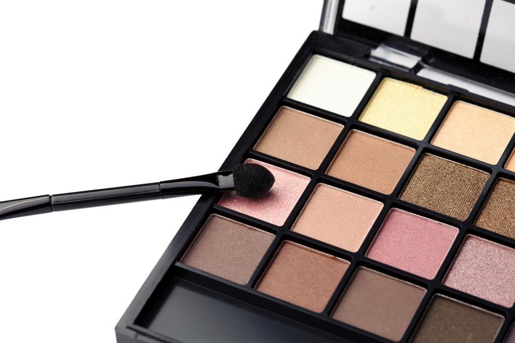 Beauty Myths - eyeshadow palette