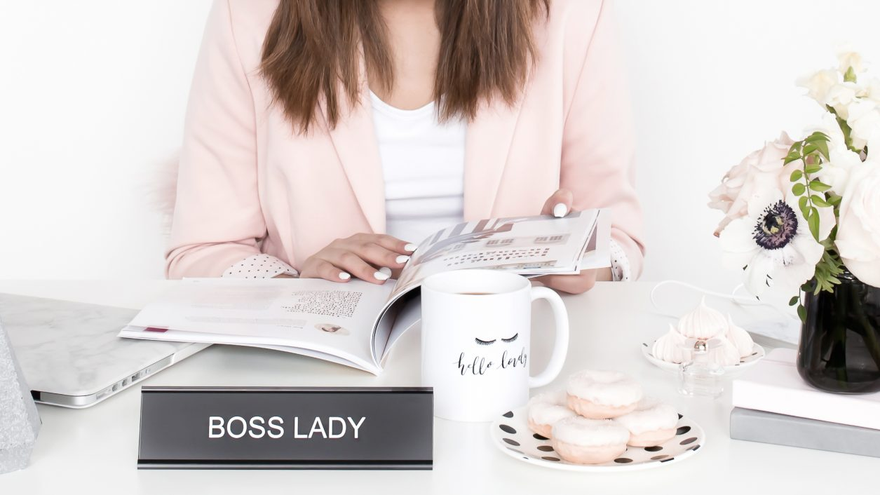 haute-chocolate-styled-stock-photography-blush-and-black-workday-9