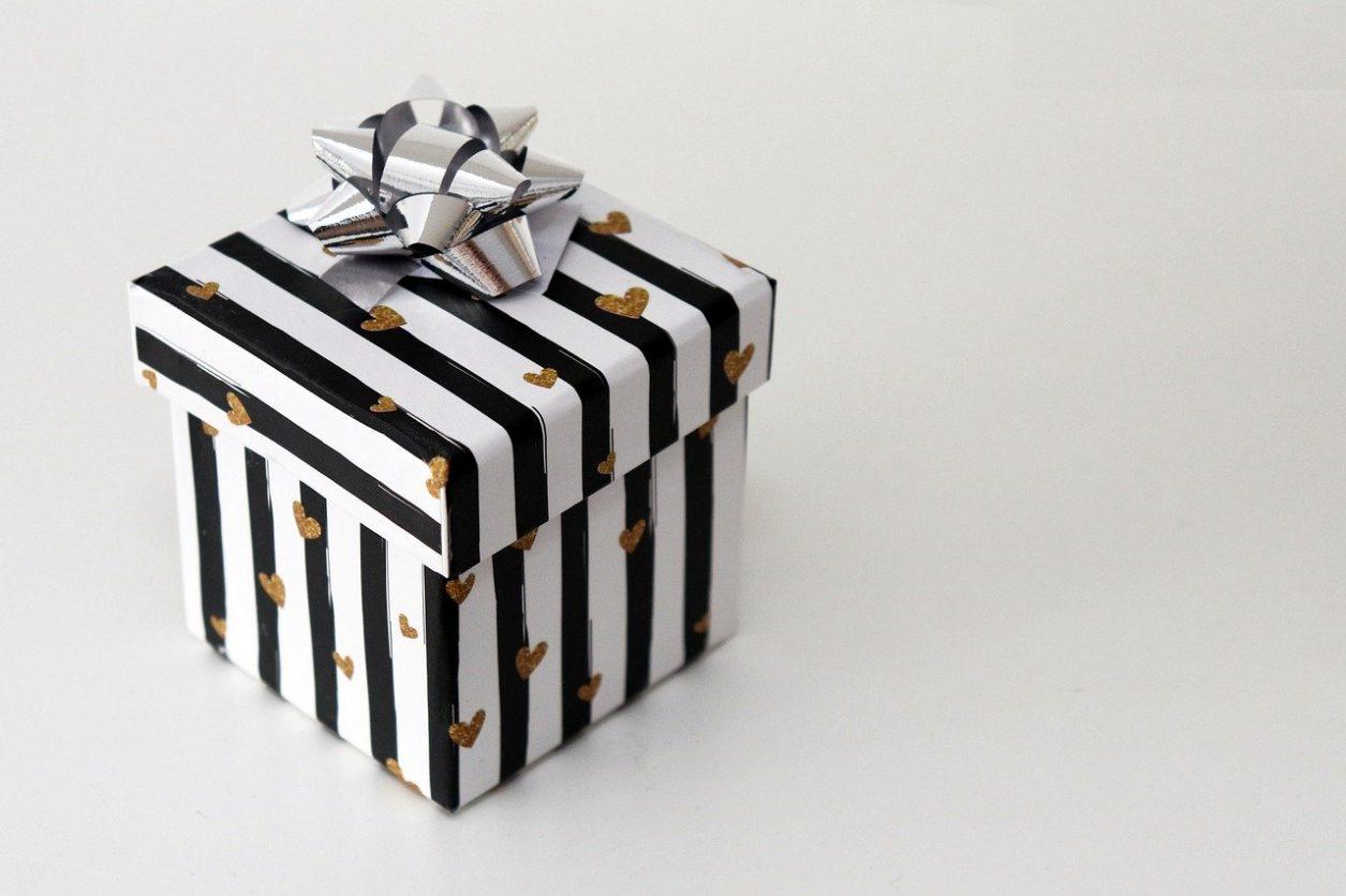 gift-4663231_1280